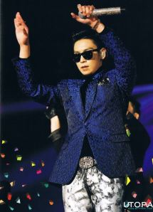130725-top-bigbang-alive-photo-book-scans_019