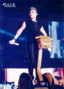 gdragon-alive-tour-dvd-scans-11