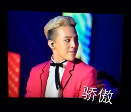 g-dragon_jackie_chan_concert_B01