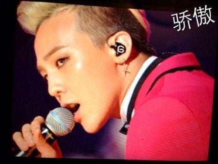 g-dragon_jackie_chan_concert_B02