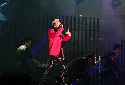 g-dragon_jackie_chan_concert_F05