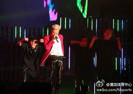g-dragon_jackie_chan_concert_F08