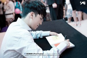 seungri_facebook_fansign_004-800x532
