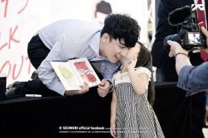 seungri_facebook_fansign_007-800x532