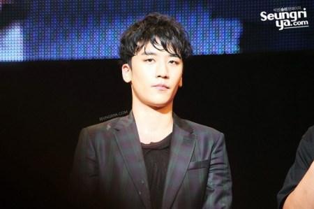 seungri_mezamashi_live-800x532