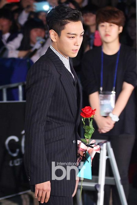 top_apan_blue_carpet_040