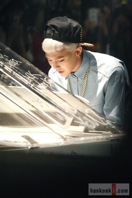 who_you_music_video_GD_061